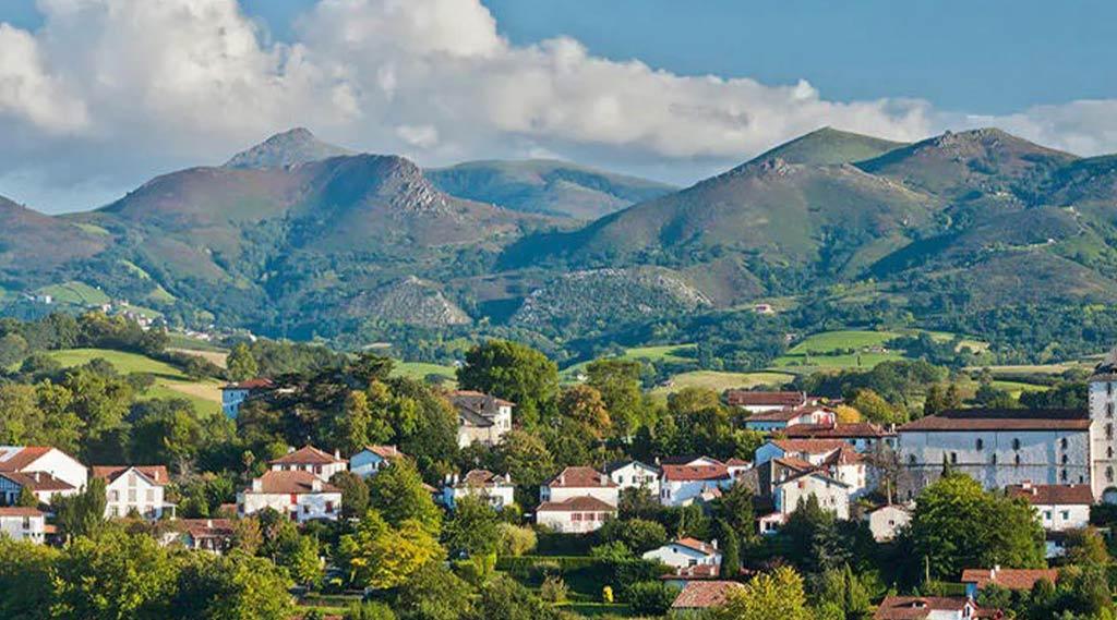 l'étonnant Pays de Luz : que faire au pays basque ascain saint pée sur nivelle